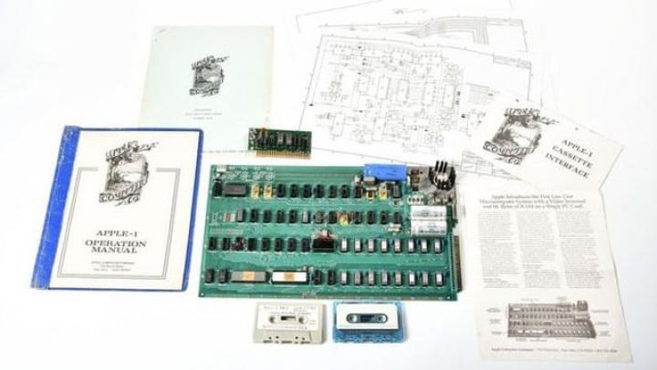 Un prototip al computerului Apple 1 a fost vândut cu 815.000 dolari la licitaţie