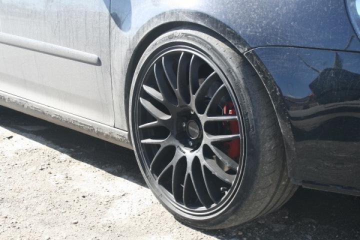 Maşina ţi se strică şi nu ai bani pentru tractare? O soluţie interesantă vine de la un șofer din România (Video)
