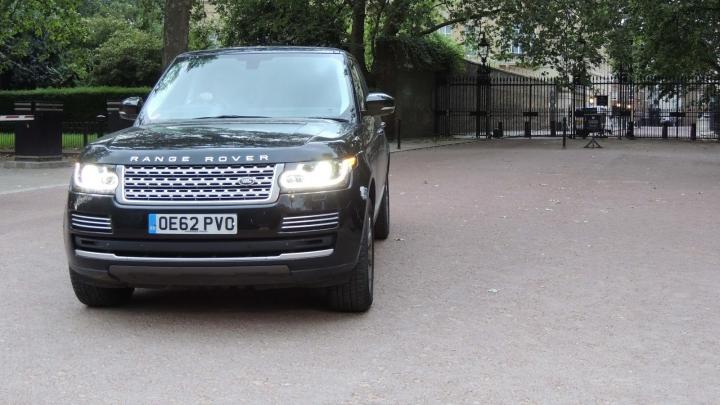 MAŞINĂ REGALĂ DE VÂNZARE. Cât costă Range Roverul condus de Prinţul William al Marii Britanii