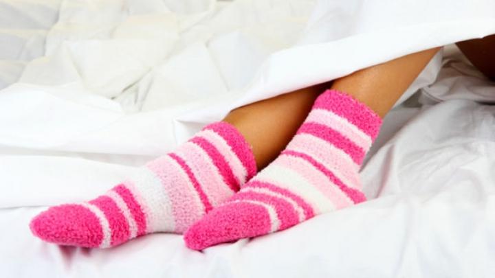 BINE DE ŞTIUT! Află ce se întâmplă dacă dormi cu șosete