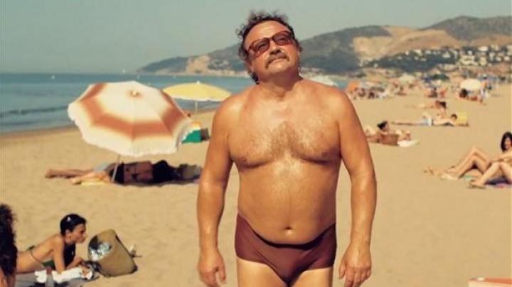 Franța cere interzicerea costumelor de baie extrem de strâmte în cazul bărbaților supraponderali