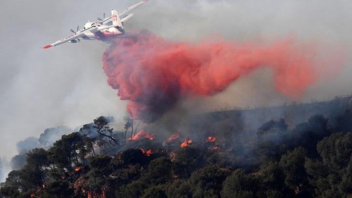 PUBLIKA WORLD: Un incendiu de vegetație amenință orașul Marsilia. Mii de pompieri luptă cu flăcările