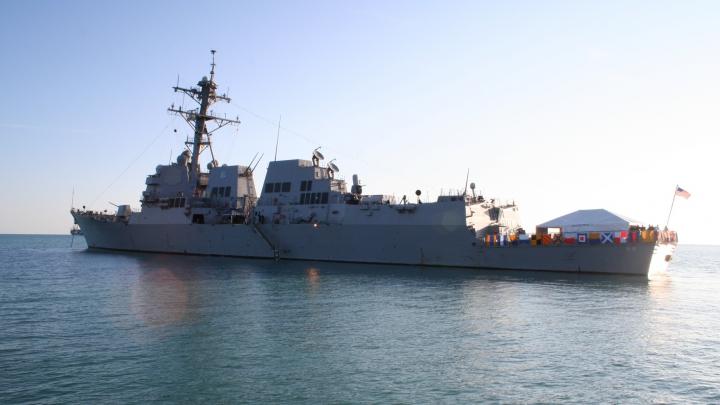 Nave militare iraniene au efectuat o manevră în apropierea unui distrugător american
