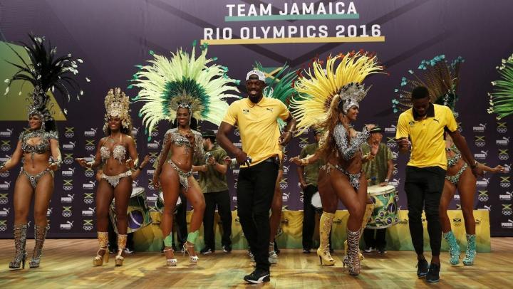 Jamaicanul Usain Bolt, starul mondial al atletismului, a oferit o inedită demonstrație de samba (VIDEO)