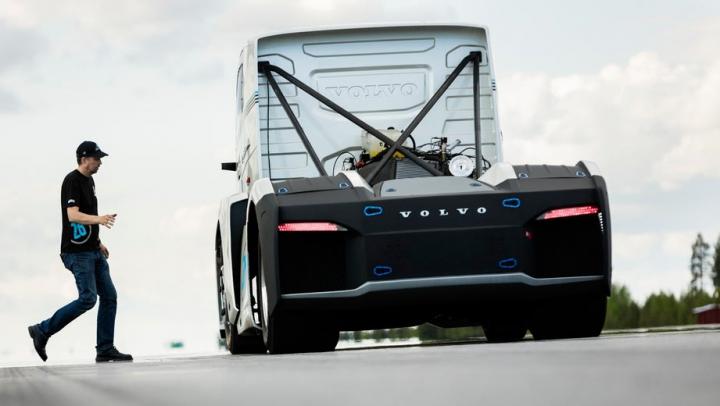 Cavalerul de fier: monstrul celor de la Volvo care vrea să devină cel mai rapid camion din istorie (VIDEO)