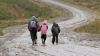 Drumul spre grădiniţă, anevoios. Micuții sunt nevoiţi să meargă pe jos aproximativ patru kilometri