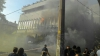 Un post TV din Ucraina, ÎN FLĂCĂRI! Un grup de indivizi au aprins anvelope în preajma edificiului