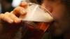 Ce face alcoolul cu oamenii? Gestul extrem la care a recurs un bărbat când au vrut să-i ia băutura din față