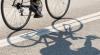 NO COMMENT! Şoferii au rămas înmărmuriţi când au văzut ce duce în spate un biciclist (VIDEO)
