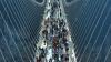 China: Cel mai lung pod de sticlă din lume, închis temporar ca urmare a afluxului de turiști (VIDEO)