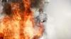 NENOROCIRE! Un bărbat, în stare gravă la spital după ce maşina în care se afla A EXPLODAT (VIDEO)
