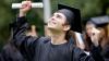 Tinerii perseverenţi sunt susţinuţi de Guvern. 30 de studenţi vor primi BURSE DE MERIT