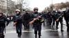 CIOCNIRI VIOLENTE între polițiştii francezi și imigranții care încercau să ajungă în portul Calais