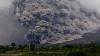 Sute de turişti, EVACUAŢI în urma erupţiei unui vulcan în Indonezia