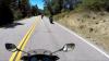 Nişte motociclişti coborau cu viteză pe un drum de munte. NU O SĂ ÎŢI VINĂ SĂ CREZI cine i-a depăşit