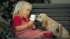 IMPRESIONANT! O fetiţă din Iaşi își vinde jucăriile pentru a avea grijă de câinele adoptat (VIDEO)