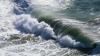 Unul dintre cele mai mari fluvii din China i-a luat pe sus pe oamenii aflați pe plajă