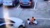 SCENE CUTREMURĂTOARE: Un şofer a călcat cu maşina trei copii în timp ce vorbea la telefon (VIDEO +18)
