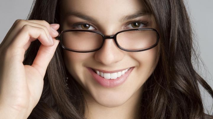 TESTUL care îţi spune dacă ai sau nu nevoie de ochelari de vedere (FOTO)