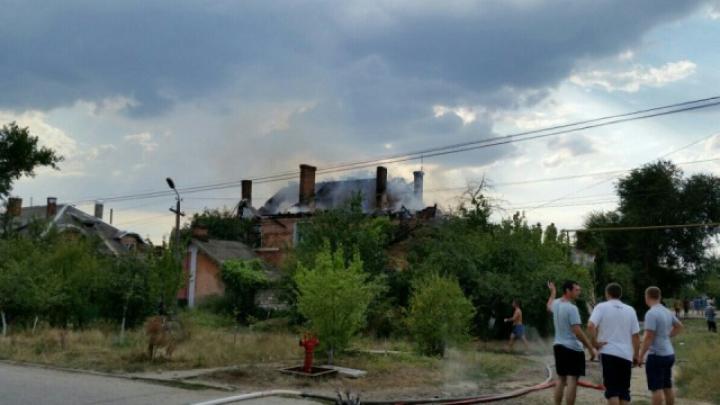 Frica de hoţi nu îi lasă să plece! Sinistraţii din Basarabeasca trăiesc în anexele de vară ale blocului ars