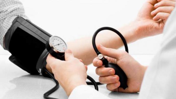 Trei lucruri de evitat pentru a ţine tensiunea arterială sub control