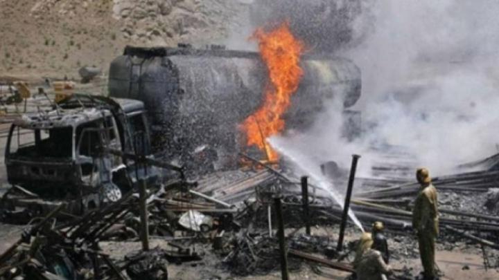 Afganistan: Cel puțin 35 de morți și 20 de răniți într-o coliziune între un autocar și un camion cisternă