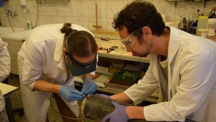INEDIT! Cercetătorii polonezi au descoperit o capsulă a timpului cu documente naziste (FOTO)