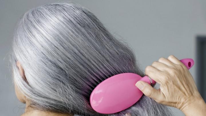 Oamenii de ştiinţă explică legătura dintre stres şi albirea prematură a părului