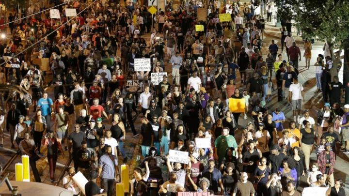 TENSIUNI în SUA! Barack Obama intervine în conflictul rasial din Charlotte (VIDEO)