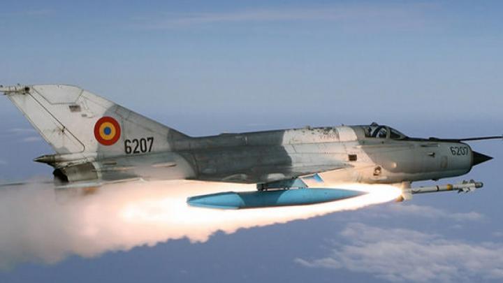 John Kerry cere Moscovei să oprească la sol aviația siriană