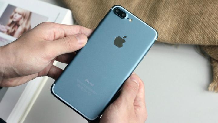 TEST DE REZISTENŢĂ! Cât de puternic este noul iPhone 7 (VIDEO)