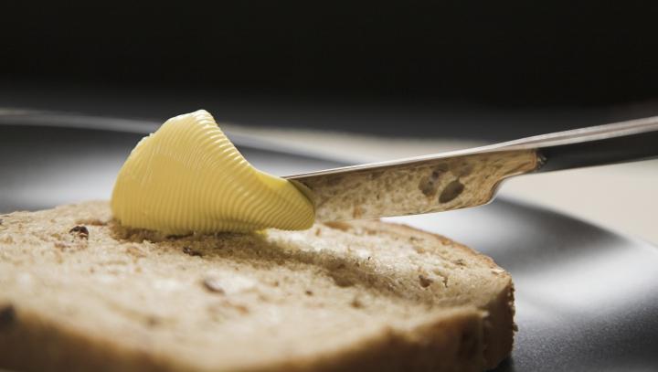 Mănânci pâine cu unt, la micul de dejun? Descoperă cât de sănătos este acest produs lactat