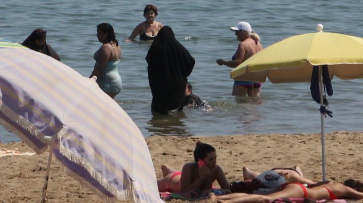 Curtea Administrativă din Bastia a decis oficial INTERZICEREA burkini pe plajă