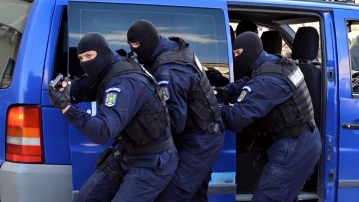 Copii români orfani, antrenaţi în tabere paramilitare! INFRACŢIUNILE GRAVE pe care le comiteau în Italia