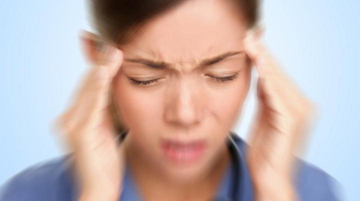 Cum să scapi de durerea de cap în două minute (VIDEO)