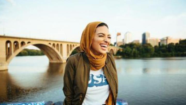 APARIŢIE INCREDIBILĂ! O musulmancă cu văl în paginile revistei Playboy (VIDEO)