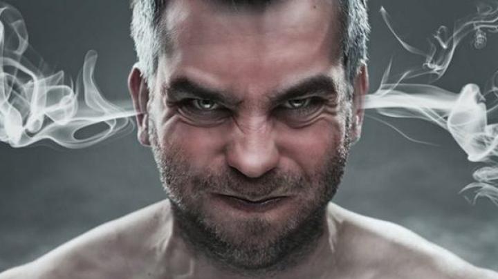 ÎNFURIAT LA CULME! Cum s-a răzbunat un bărbat înşelat de iubită (VIDEO)