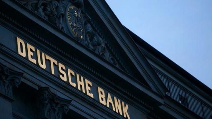 Cea mai mare bancă germană dă semne de slăbiciune. Acţiunile au coborât la un minim record
