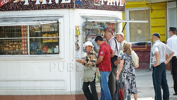 Jaf într-o gheretă din Capitală! Vânzătoarea s-a încăierat cu hoții, mușcându-l pe unul dintre ei