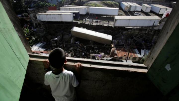 Imagini apocaliptice! Mai multe persoane au murit în urma unei alunecări de teren (FOTO)