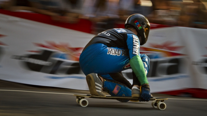 NO COMMENT! Cel mai rapid skater a atins viteza de 143.89 km/h (VIDEO)