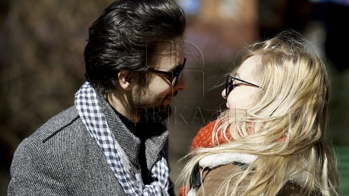 De ce femeile preferă bărbaţii cu barbă pentru relaţiile de durată