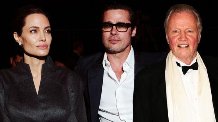 Tatăl Angelinei Jolie, actorul Jon Voight, îl susţine pe Brad Pitt în scandalul divorţului