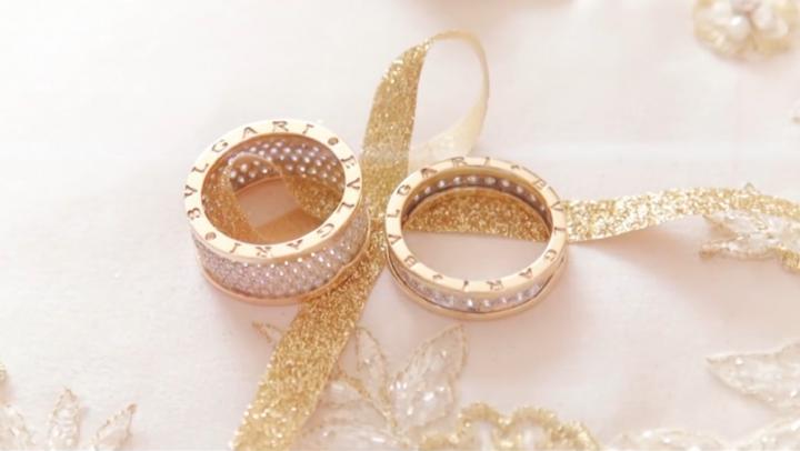 Ploaie de aur şi bancnote de 500 de euro! O nuntă ţigănească a devenit VIRALĂ pe Internet (VIDEO)