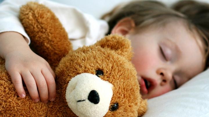 EFECT DEZASTRUOS! Lipsa de somn în copilărie ne AFECTEAZĂ GRAV la maturitate