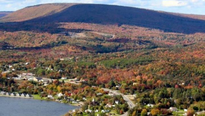 Oraşul în care primeşti un loc de muncă şi două hectare de teren dacă te muţi să locuieşti acolo