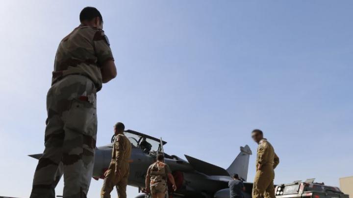 Franţa a lansat primele raiduri aeriene împotriva organizaţiei teroriste Statul Islamic