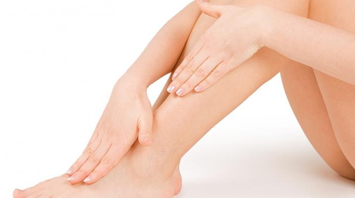 Ai picioarele umflate? Acest aspect poate fi simptom al unei boli grave