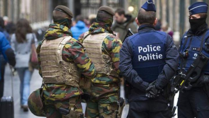 Panică la Bruxelles: Doi polițiști au fost atacați cu un cuțit de un bărbat