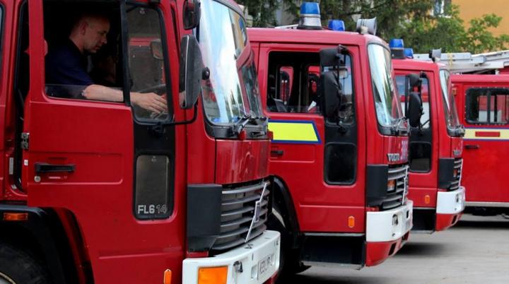 Donaţie pentru pompierii moldoveni. Şase autospeciale din Scoţia au ajuns în ţară (VIDEO)
